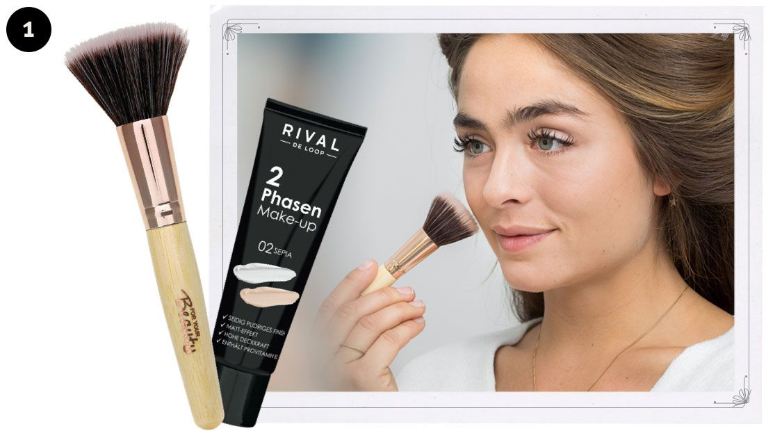 "Step 1: Arbeite für einen optimalen Teint das ""2 Phasen Make-up"" (02 Sepia) mit einem Make-up-Pinsel (2-Stufen Pinsel von for your Beauty) in kreisenden Bewegungen in die Haut ein."